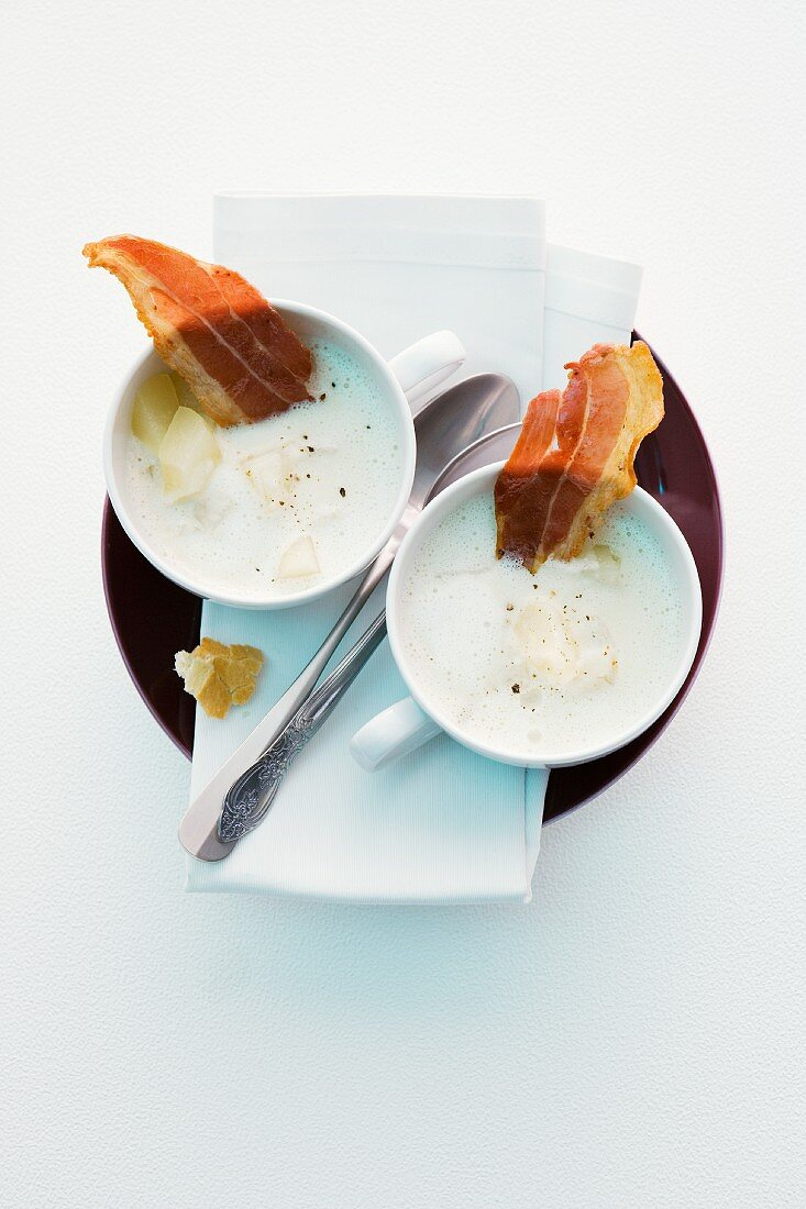 Gorgonzola soup with pears and bacon