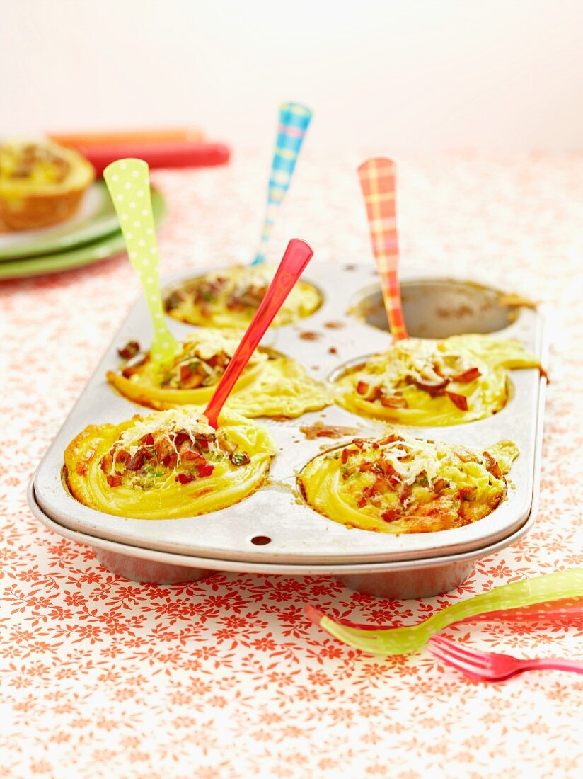 Pasta nests with bacon and mushrooms
