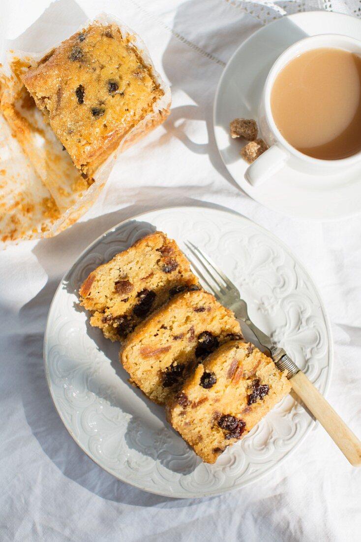 Jam cake and tea