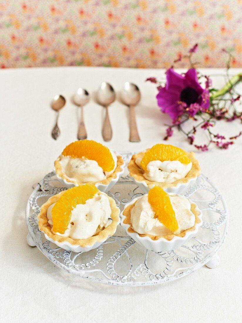 Orange tarts with creamy ice cream