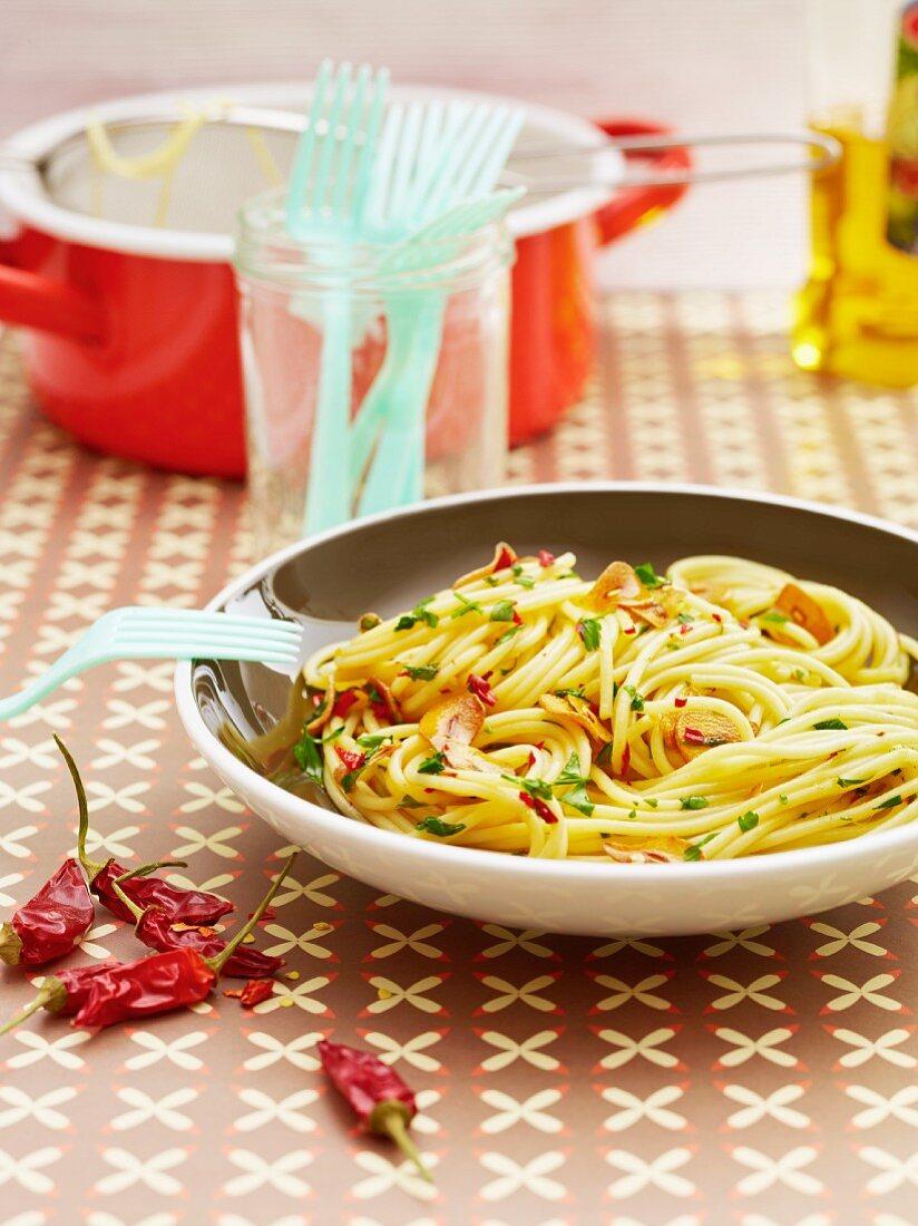 Spaghetti aglio e olio with chilli peppers