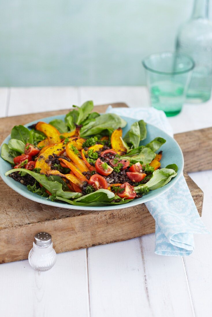 Lamb's lettuce with pumpkin, tomatoes and lentils