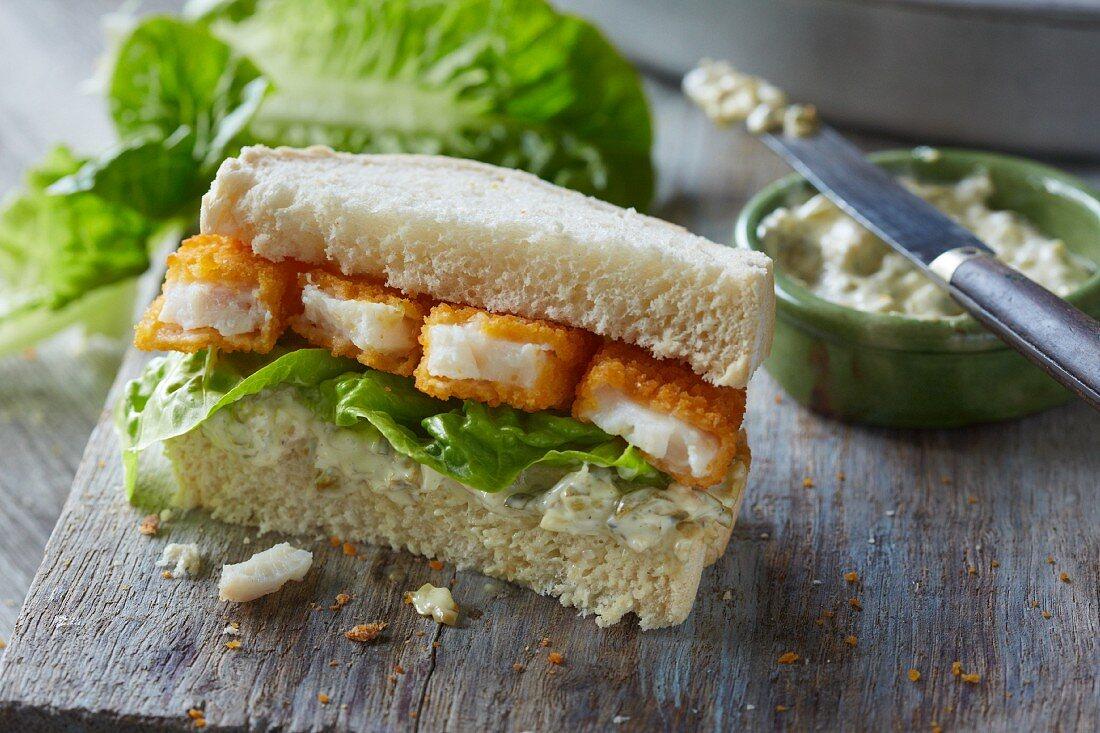 A fish finger sandwich and tartare sauce