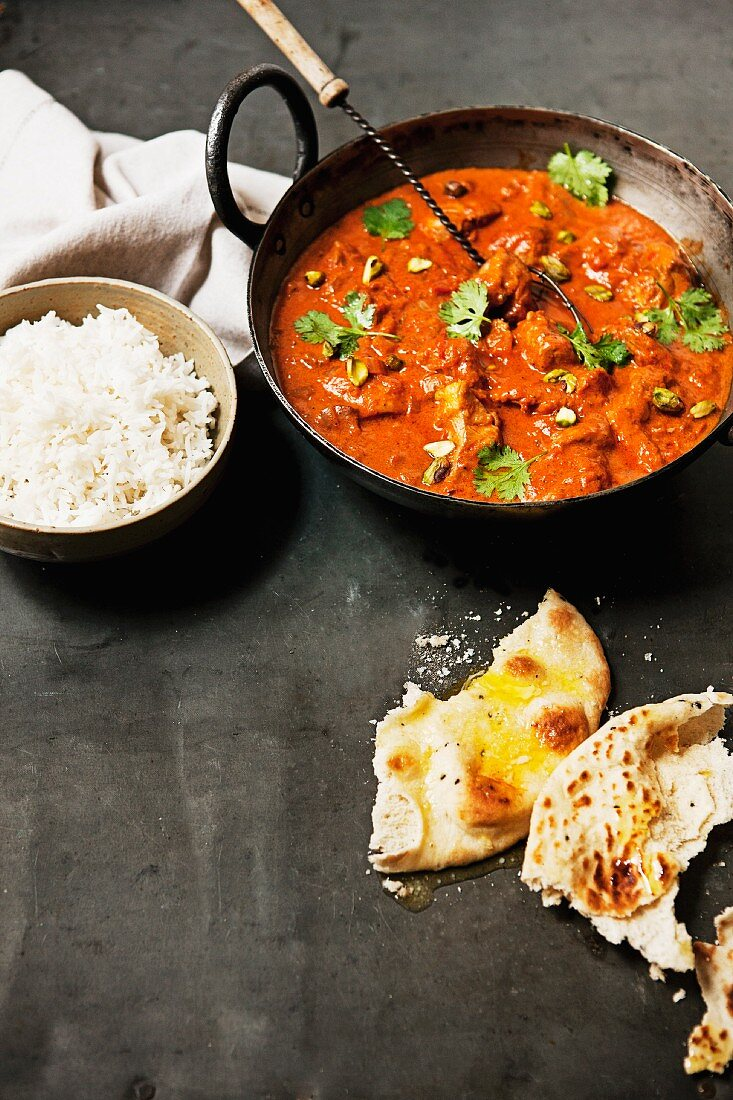 Butter chicken (India chicken curry) served with rice and naan bread