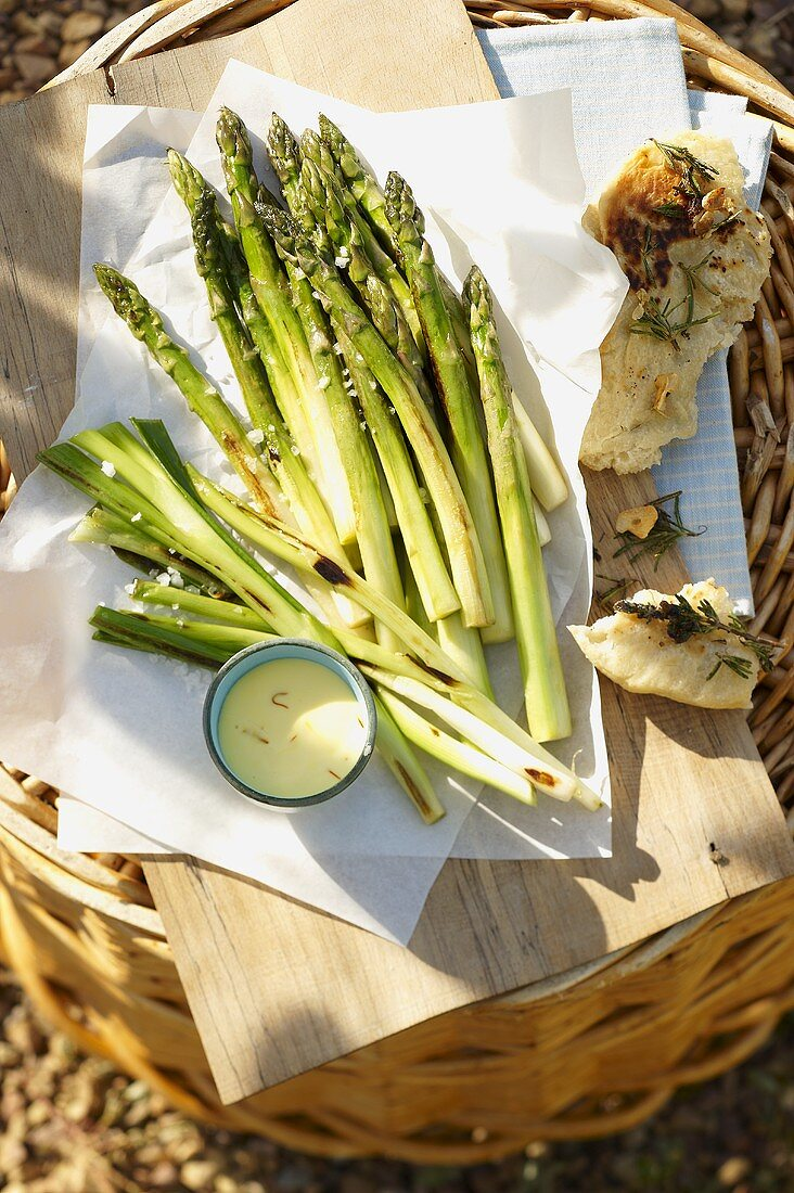 Grilled asparagus with saffron mayonnaise and pizza bread