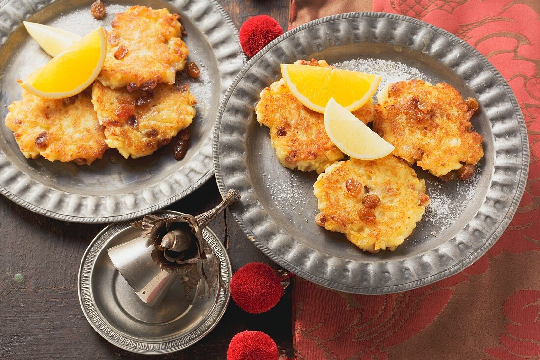 Apple puffes (medieval apple cakes)