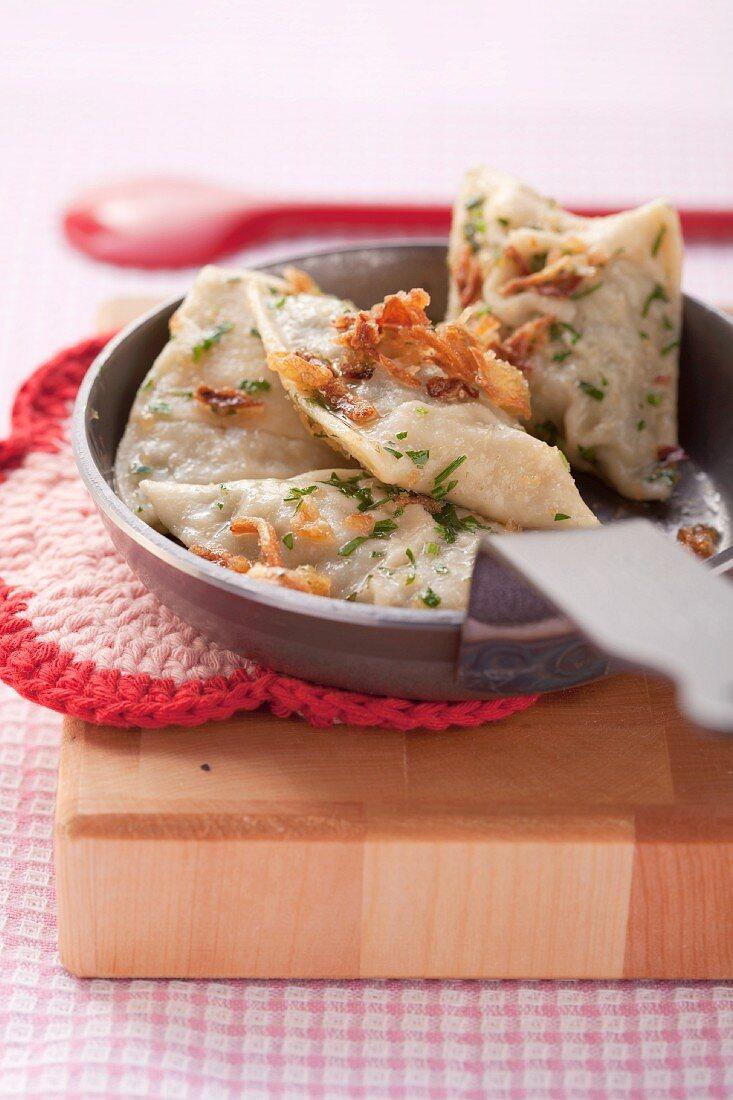 Swabian ravioli with fried onions