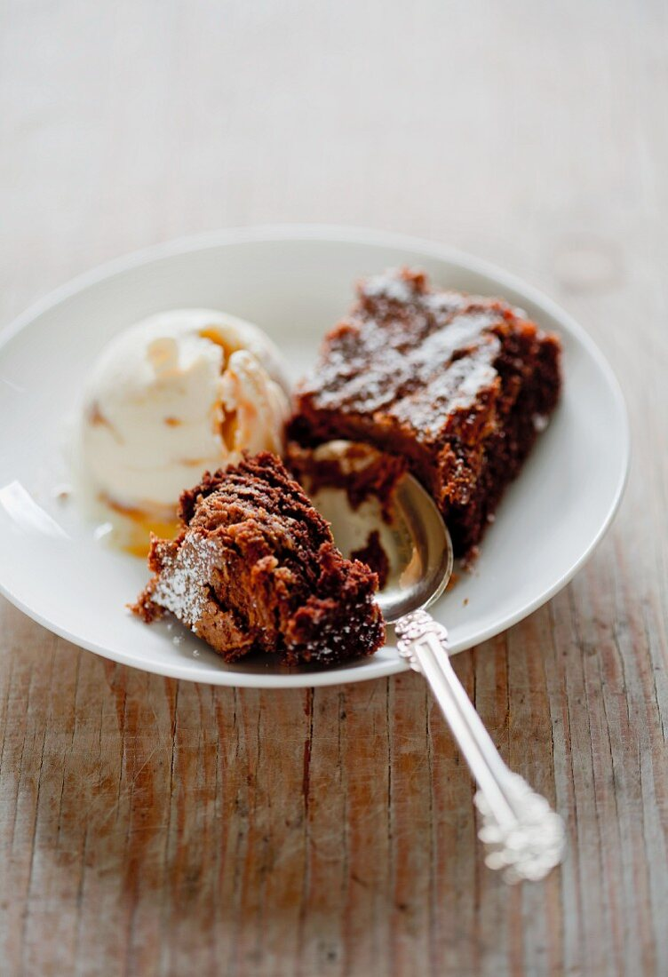 A peanut butter brownie with vanilla ice cream