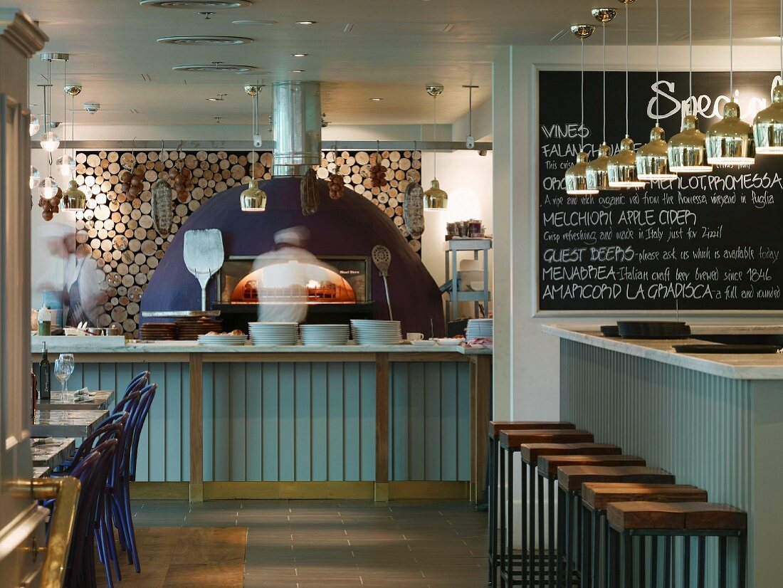 Restaurant In London With Modern Pizza License Images 11014504 Stockfood