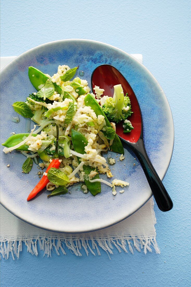 Couscous salad with sugar snap peas, mint and peppers