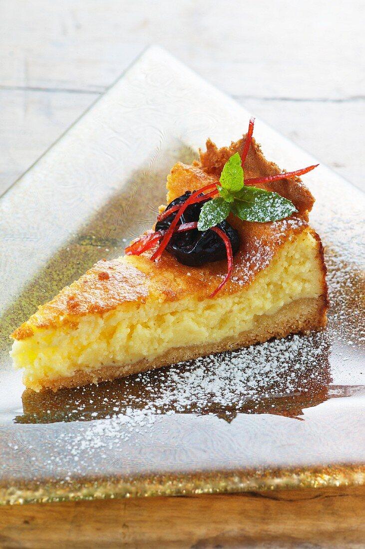 Quark tart with dried plums