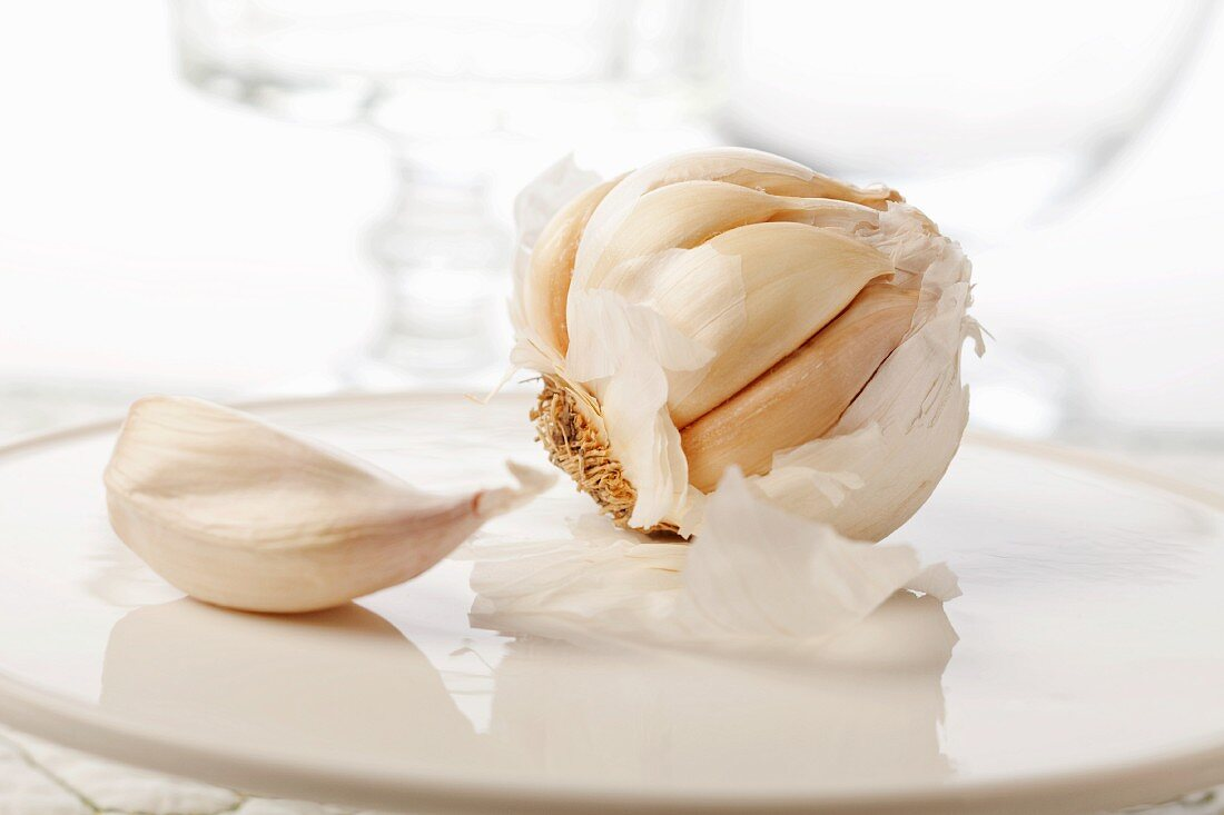 Whole Garlic Bulb with Garlic Clove