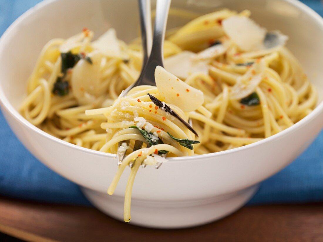 Spaghetti aglio e olio (spaghetti with garlic and olive oil)