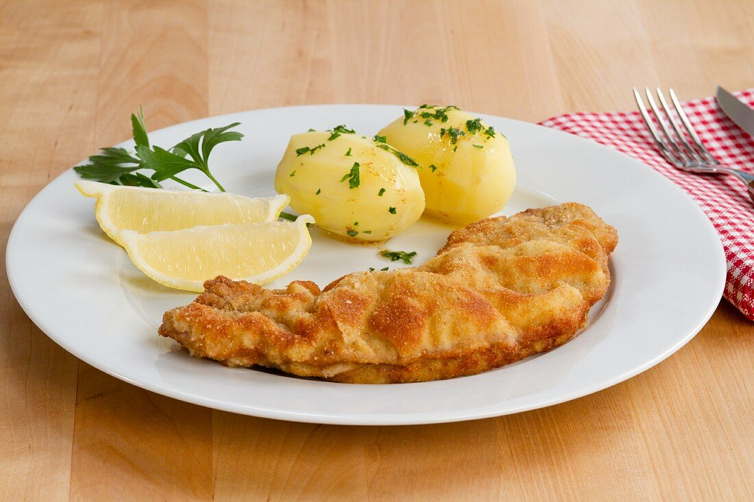 Wiener Schnitzel (breaded veal escalope) with parsley potatoes