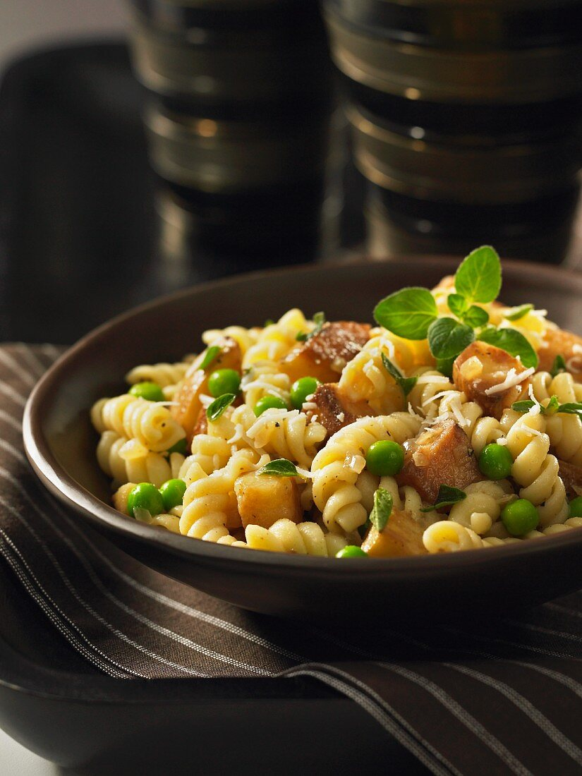 Fusilli with potatoes and peas