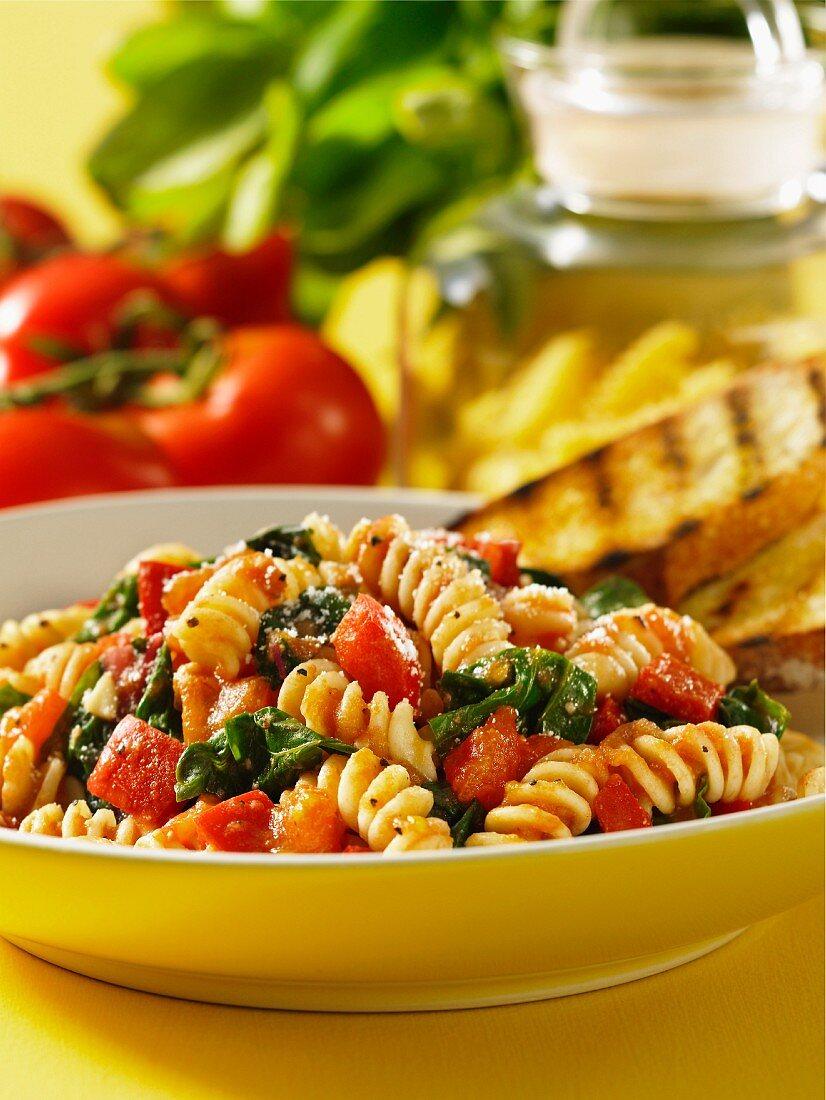 Fusilli pomodoro e spinaci (fusilli with tomatoes and spinach)