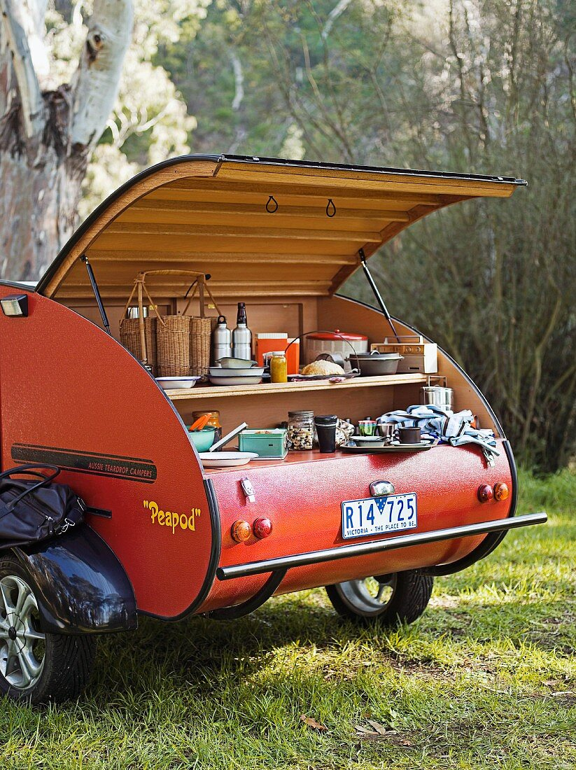 Camping-Küche in einem Wohnwagen