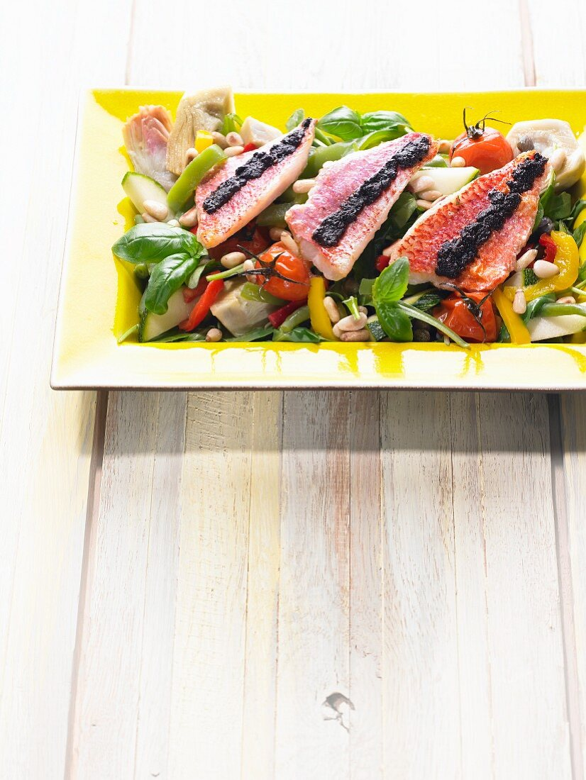 Vegetable salad with red mullet