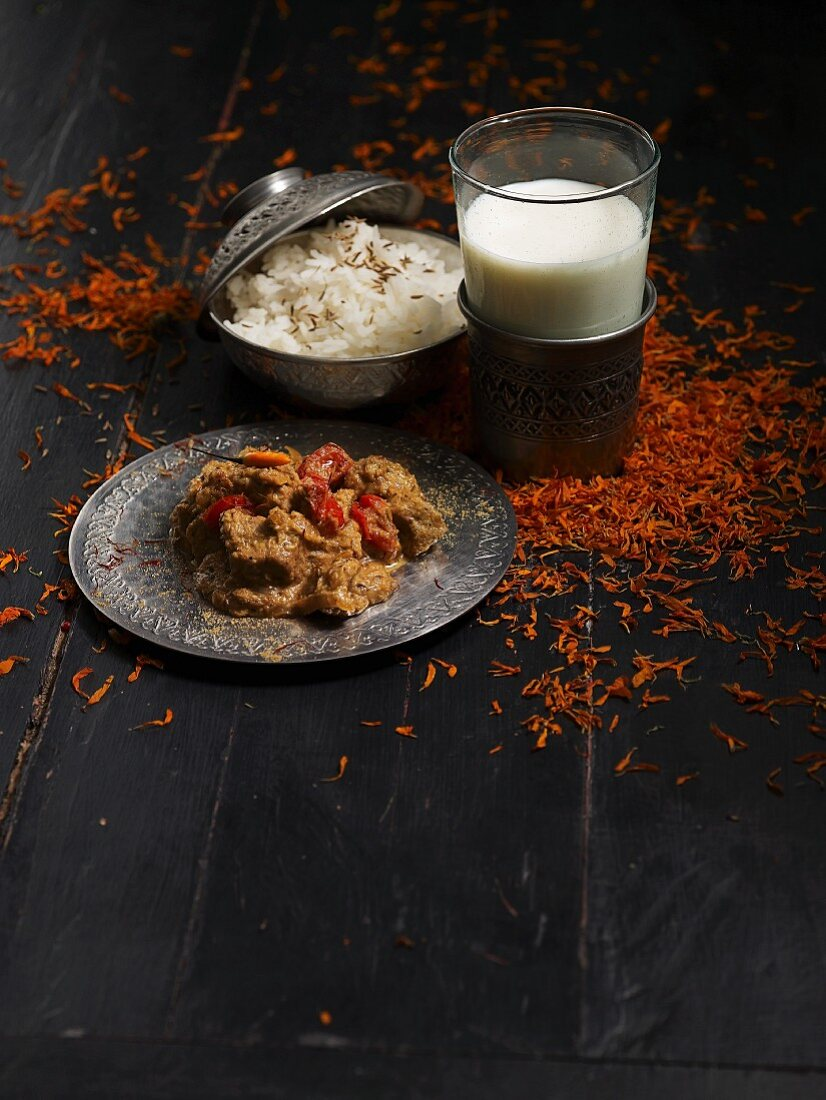 Veal curry, rice and sheep's milk lassi (India)