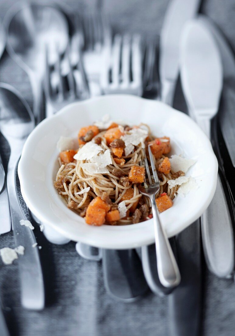 Spaghetti with pumpkin and walnut pesto
