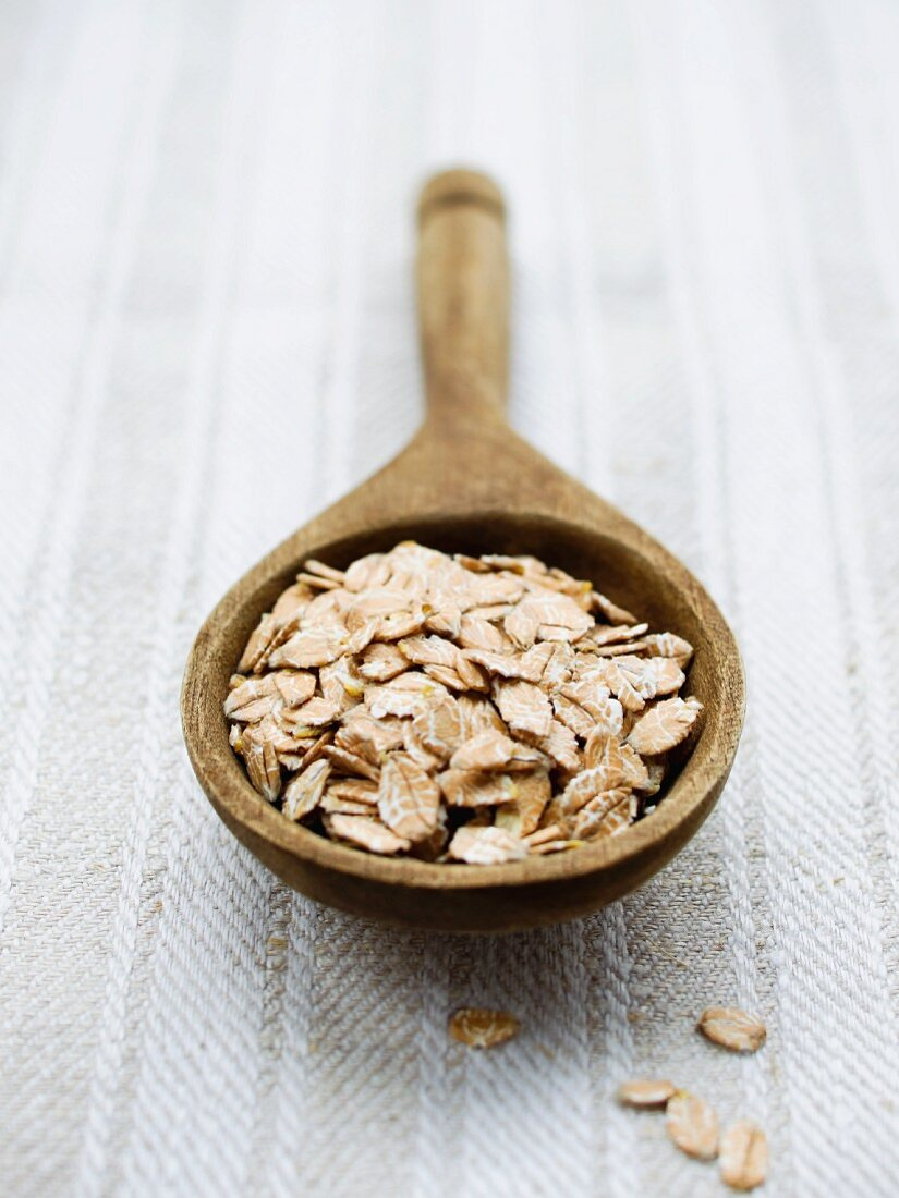 Spelt flakes on a wooden spoon