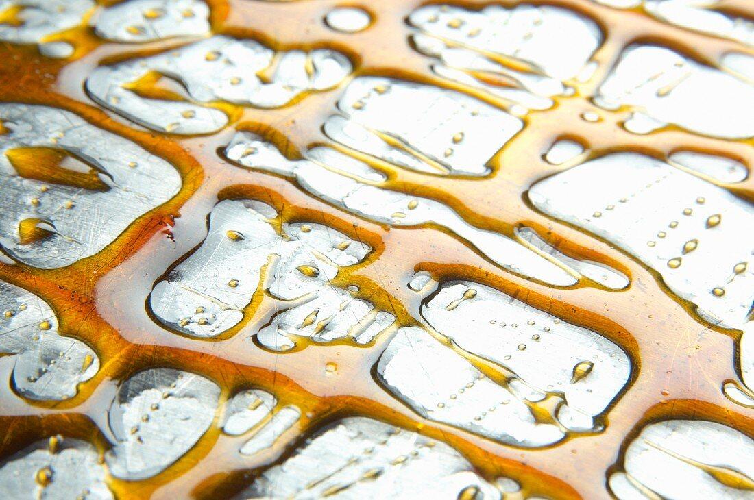 Liquid caramel on a cake decorating platter