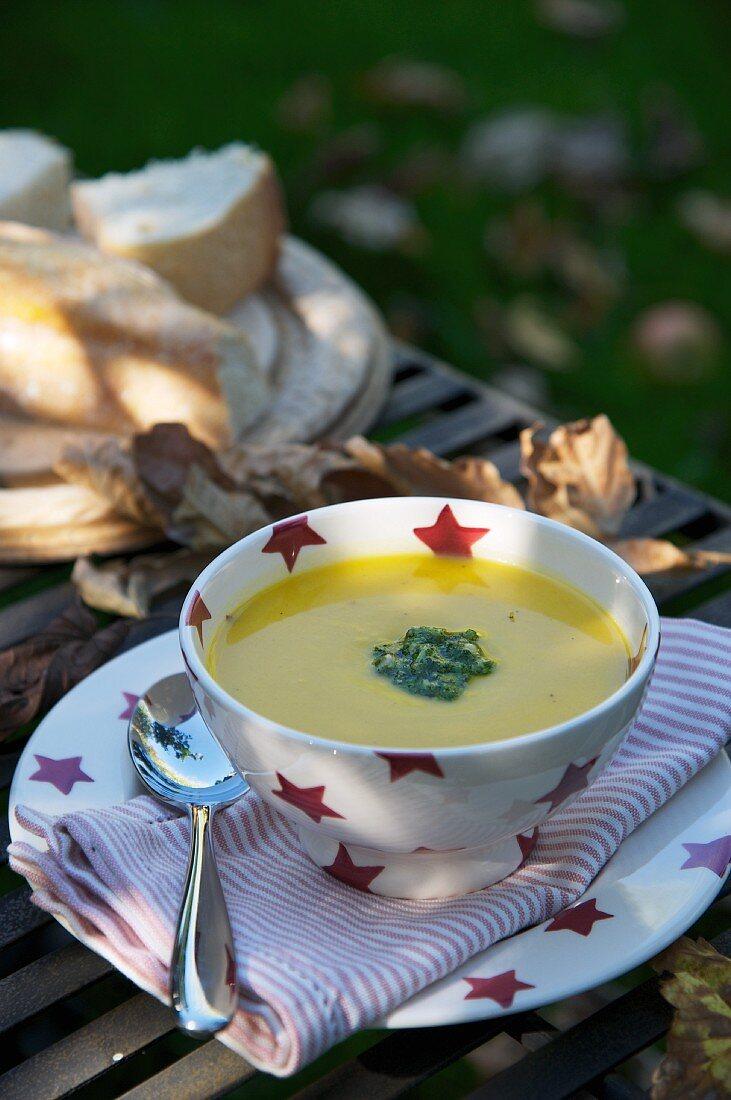 Pumpkin soup with pesto for Bonfire Night (England)