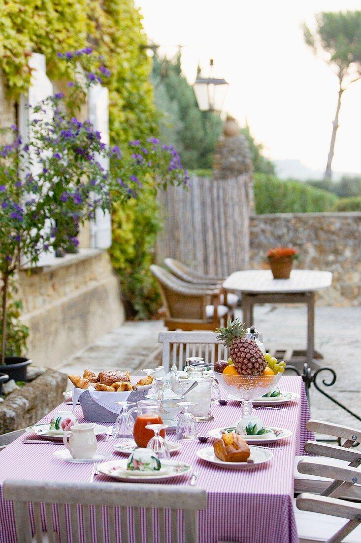 Breakfast on the terrace in a Mediterranean setting