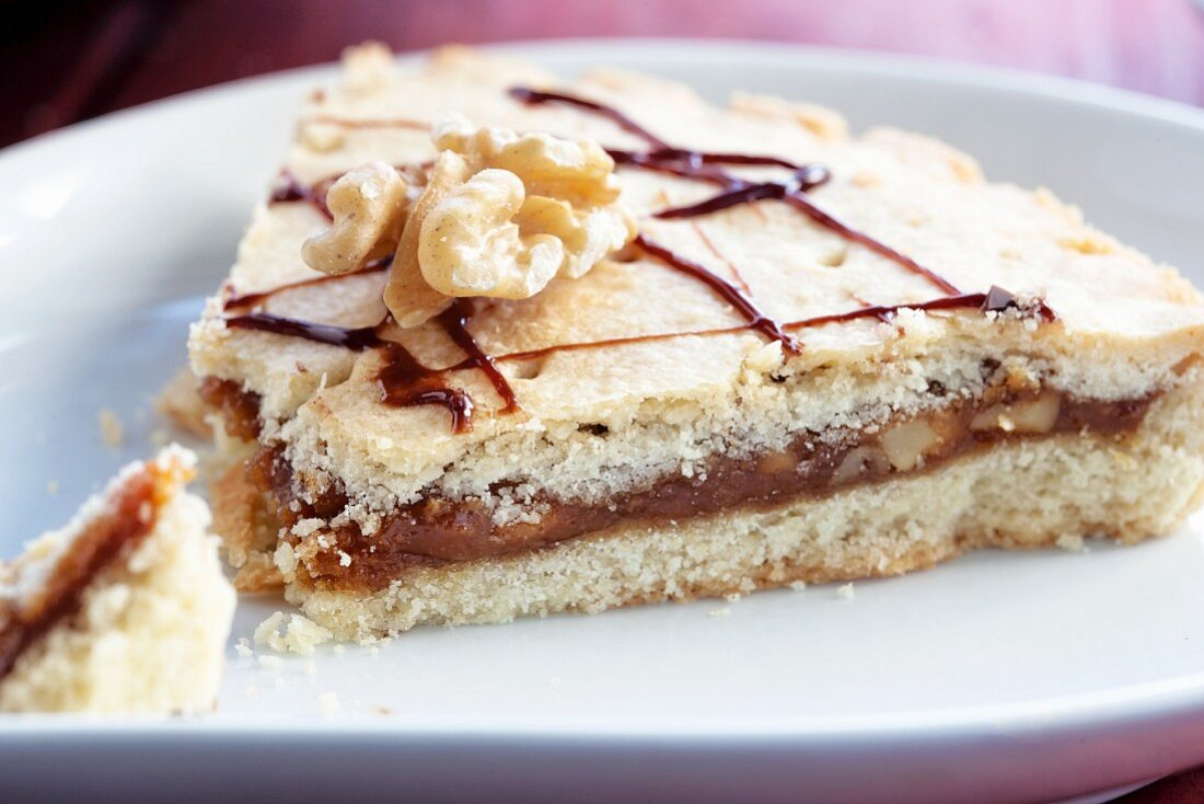 Engadiner Nusstorte (shortbread pie with caramel and walnuts)