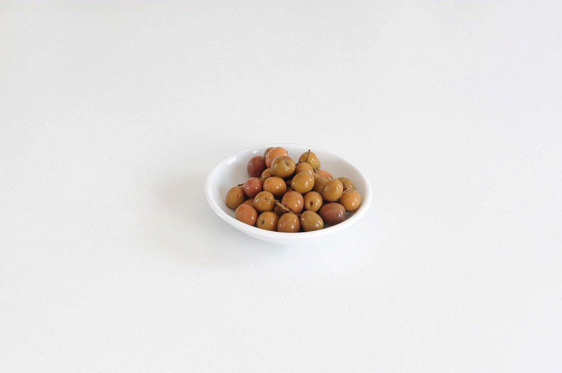 Oliven (Arbequina) im Schälchen
