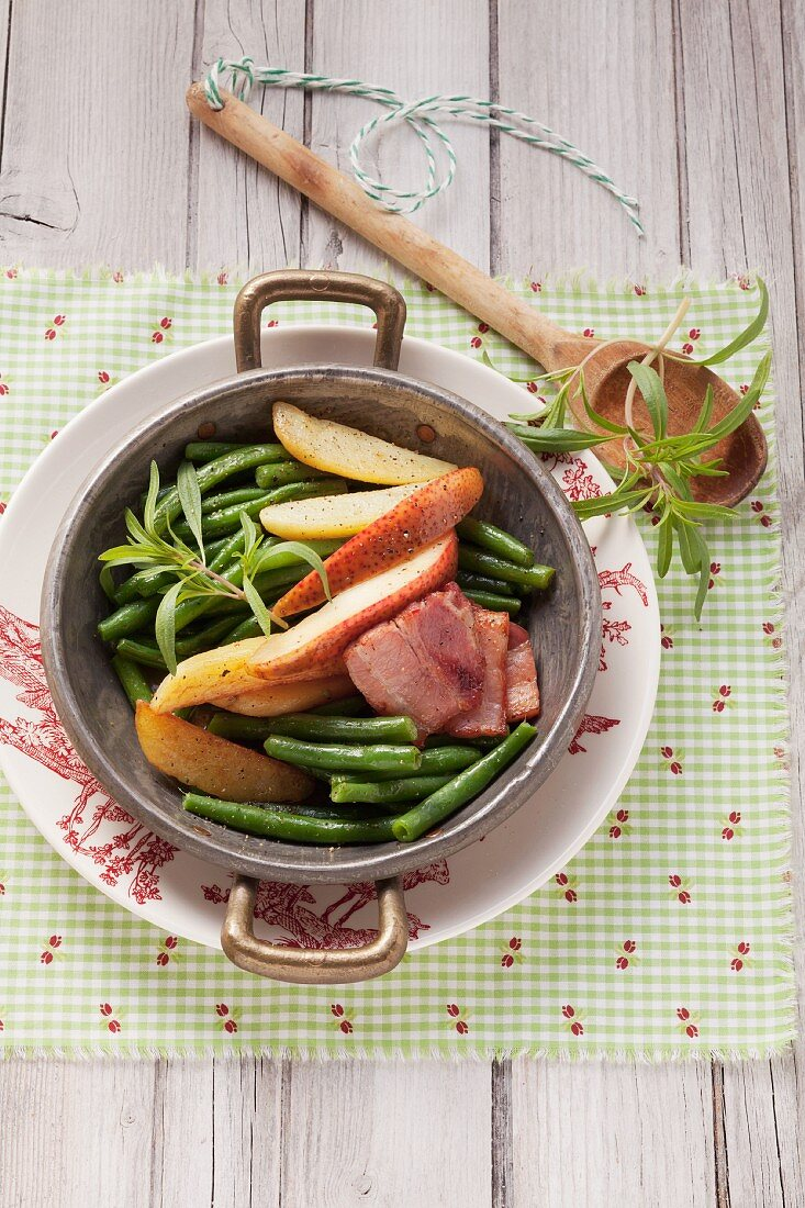 Green beans with bacon, pears and potatoes