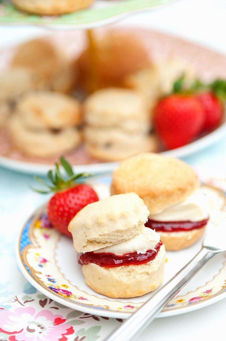 Scones with strawberry jam and custard cream