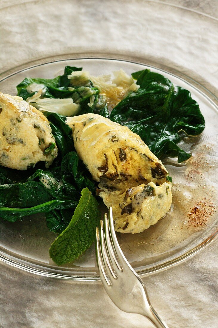 Quark and mint dumplings with spinach and browned butter