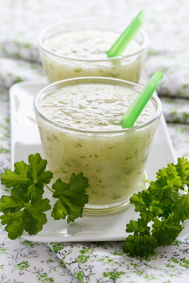 Honeydew melon and parsley smoothie
