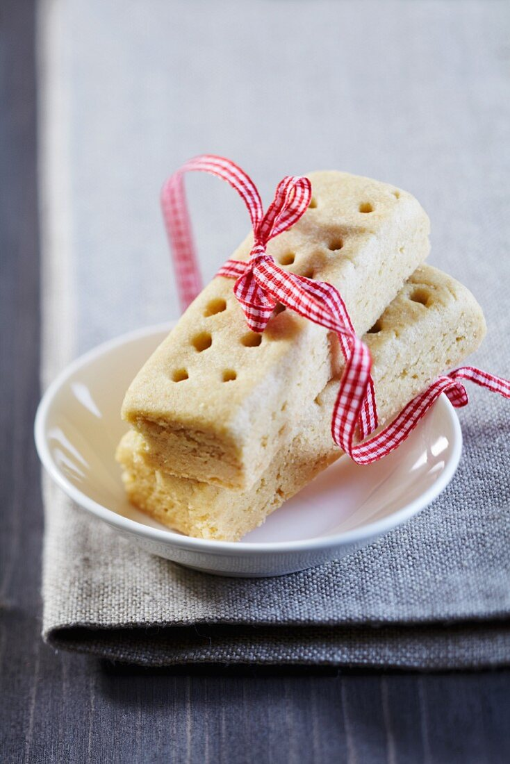 Shortbread on a plate with a ribbon