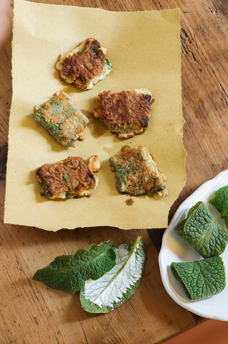 Fried comfrey packets with with cream cheese