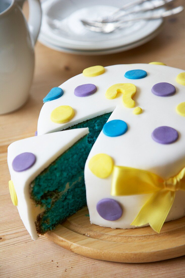 A cake for a gender reveal party