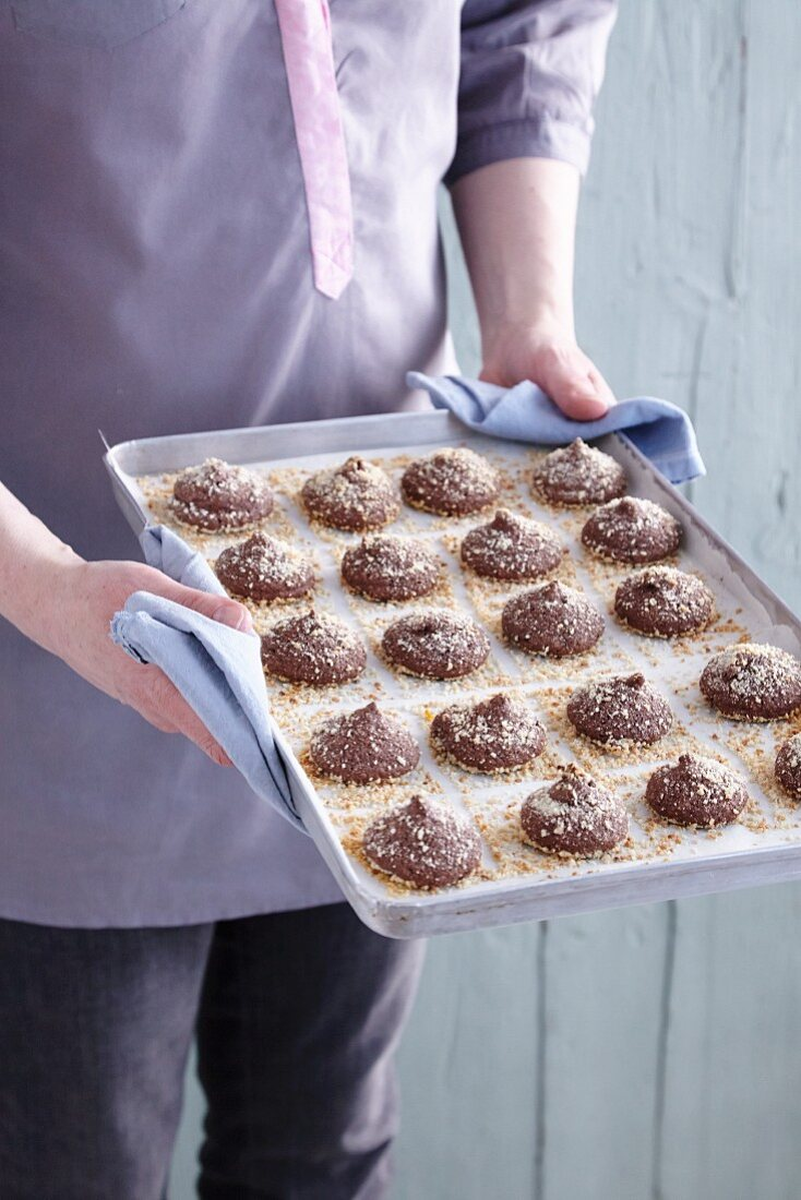 Gluten-free almond cakes with orange