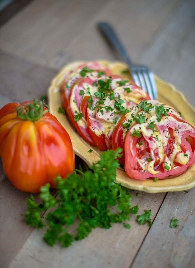 Beefsteak tomatoes with mustard sauce and parsley