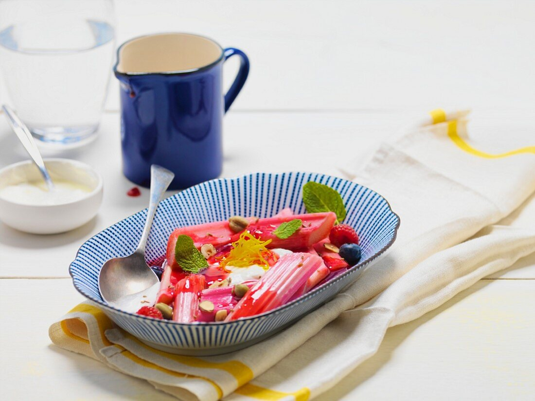 Rhubarb compote with cream
