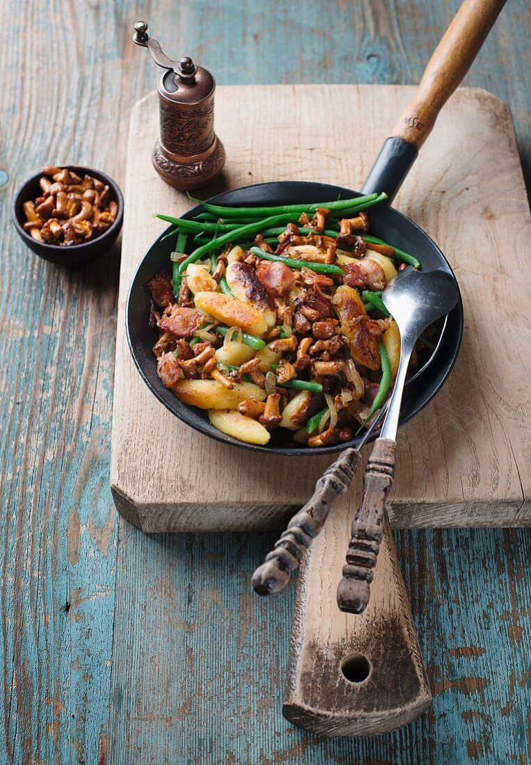 Potato orzo pasta with chanterelle mushrooms and beans