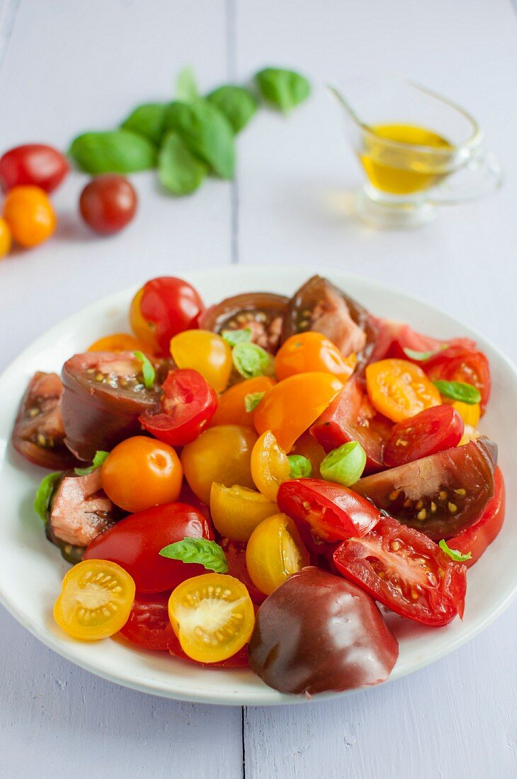 Colourful tomato salad with basil and olive oil