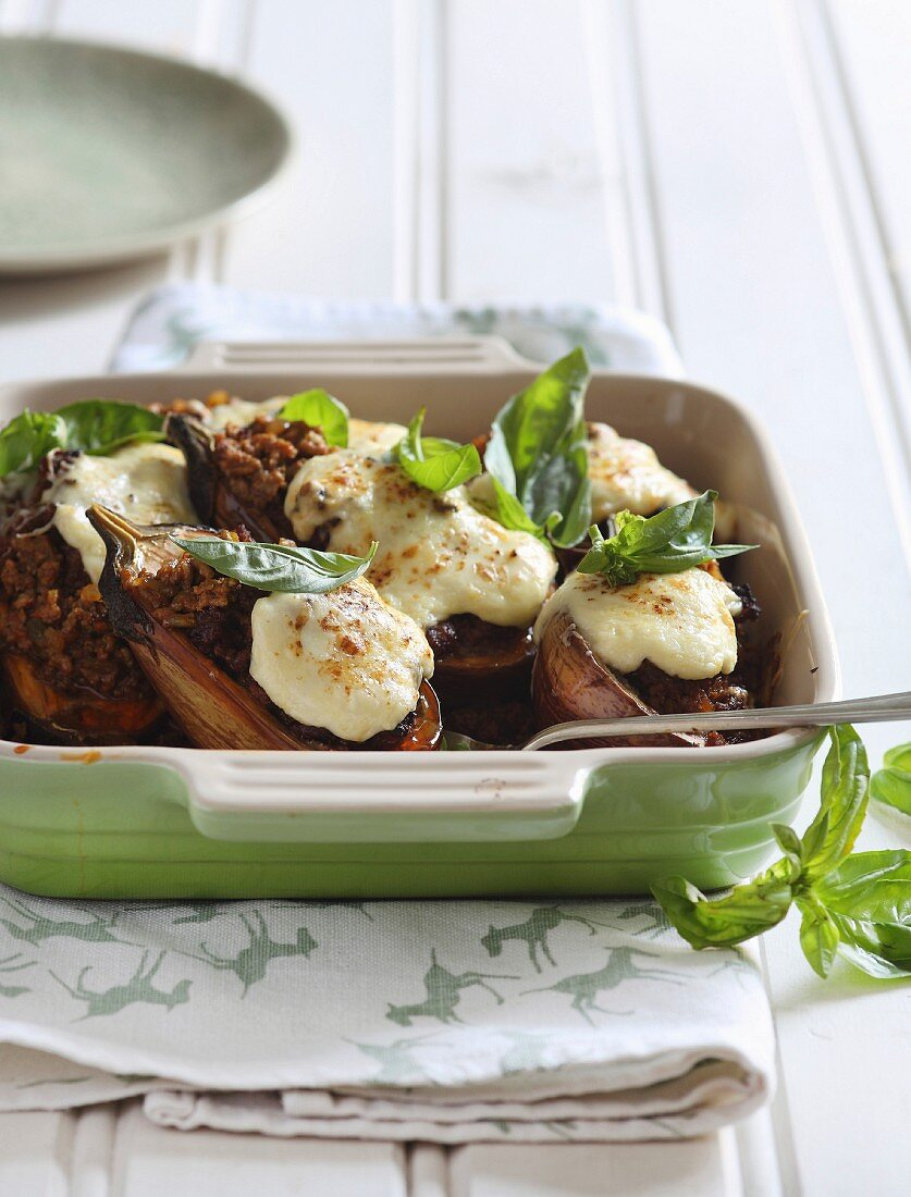 Oven-roasted aubergines with a lamb filling