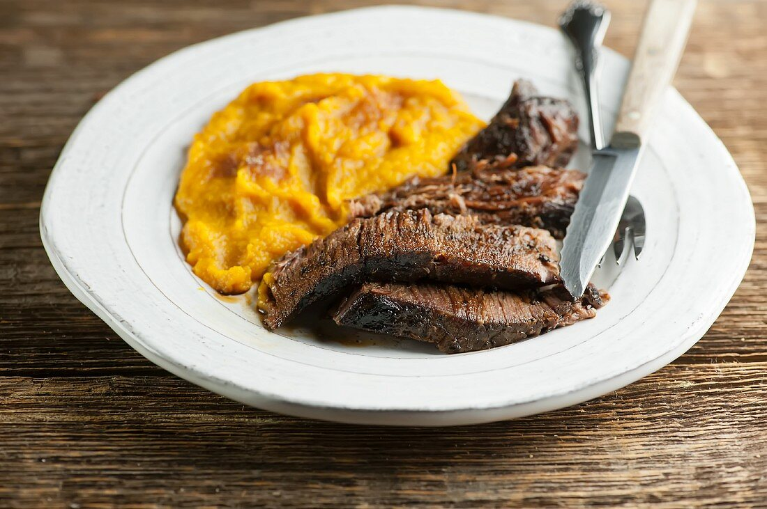 Sliced roast beef with mashed pumpkin