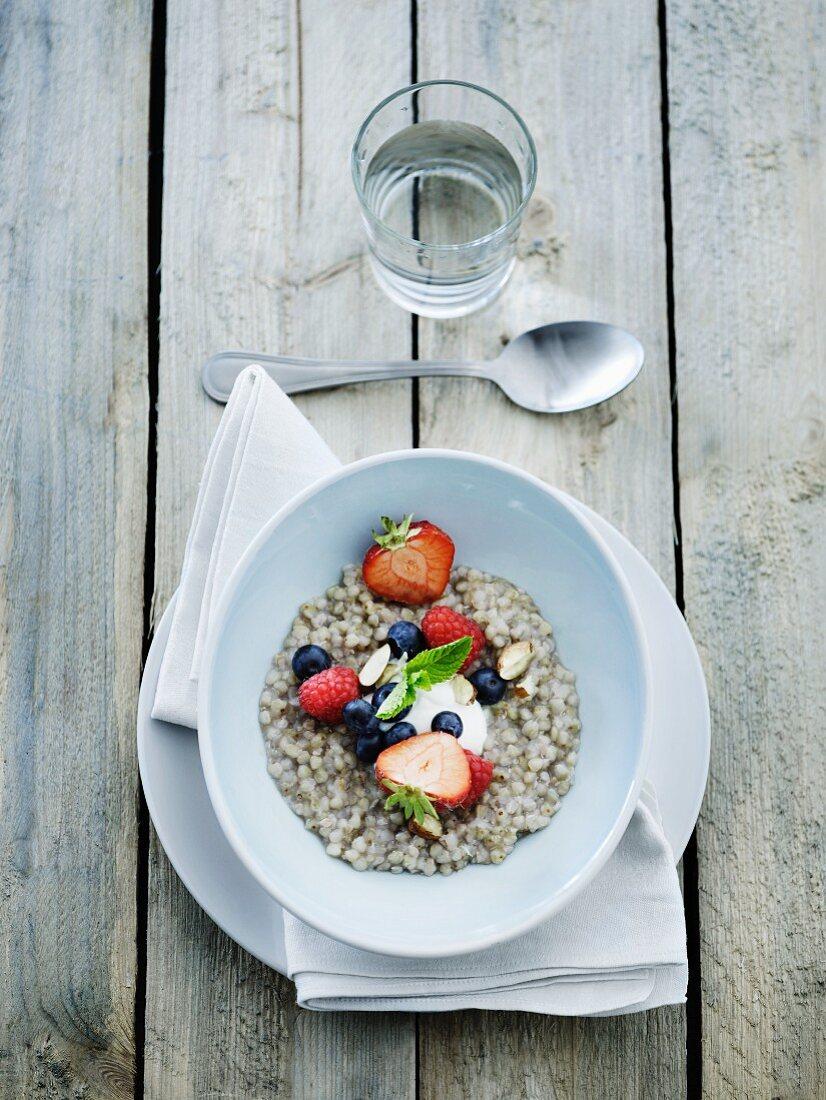 Buckwheat grits with fresh fruit