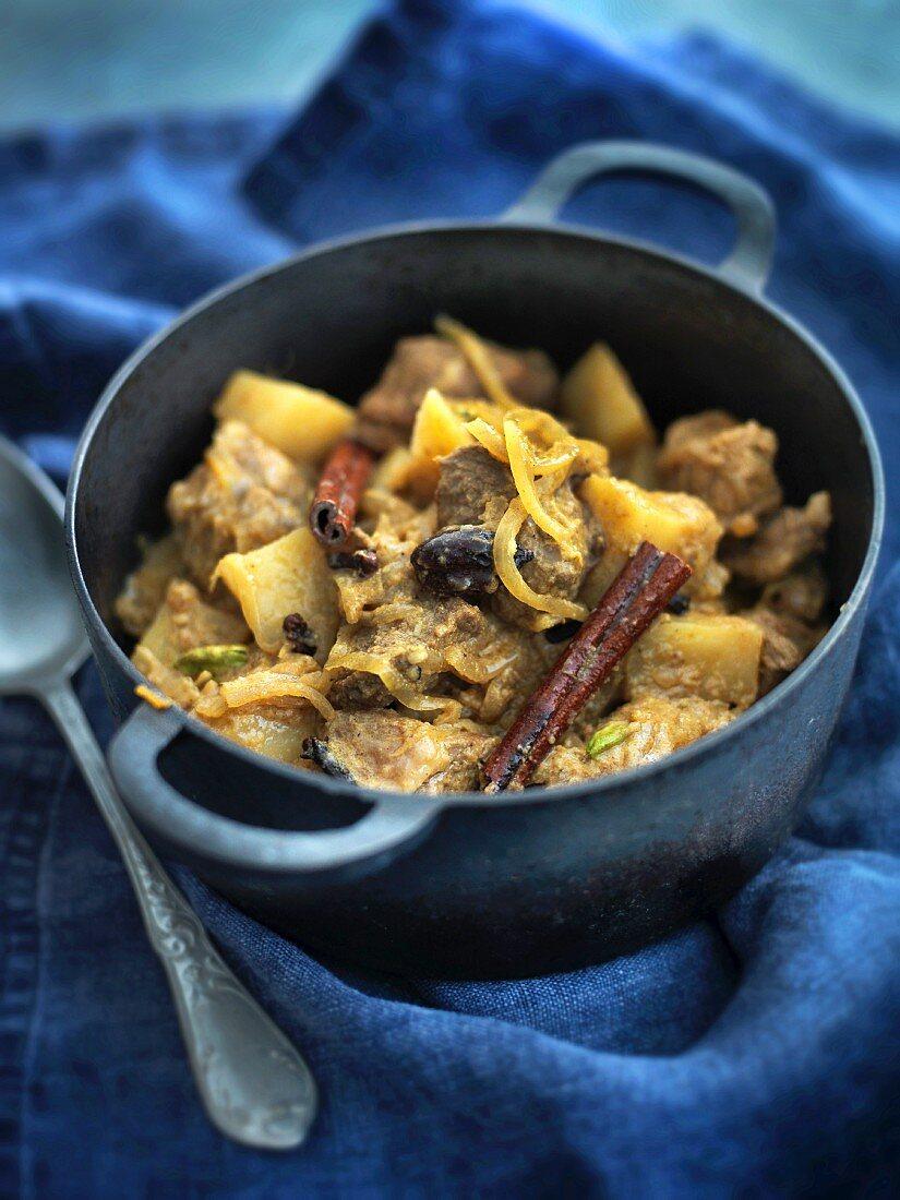 Aloo Gosht (potato and meat stew, India)