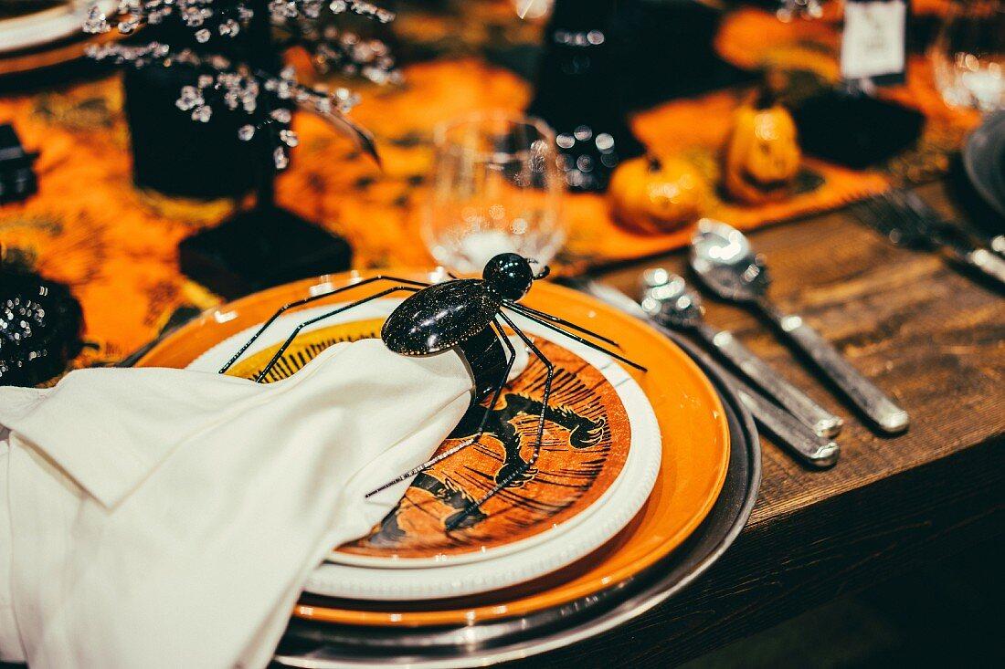 Gedeckter Tisch für Halloween