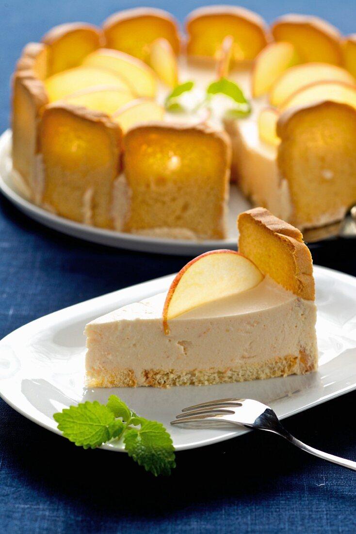 Melba toast cake with apple mousse cream