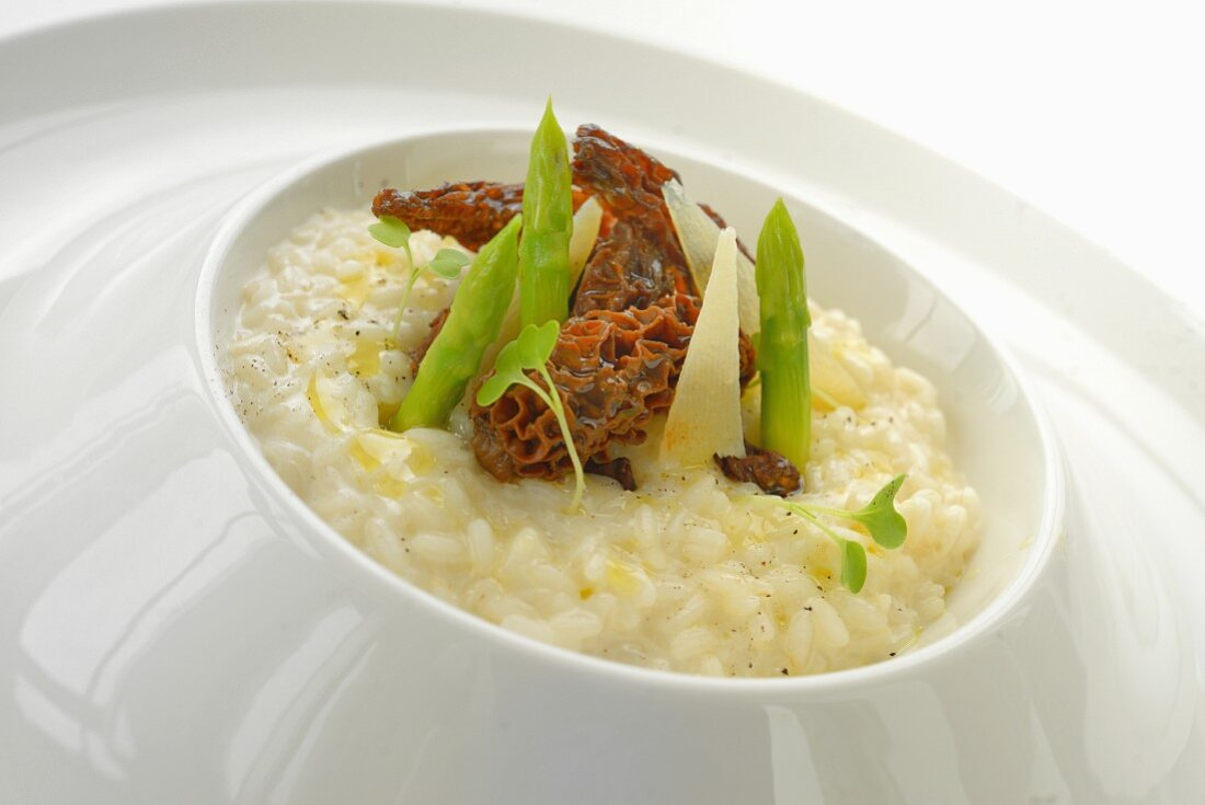 Champage risotto with morel mushrooms and green asparagus
