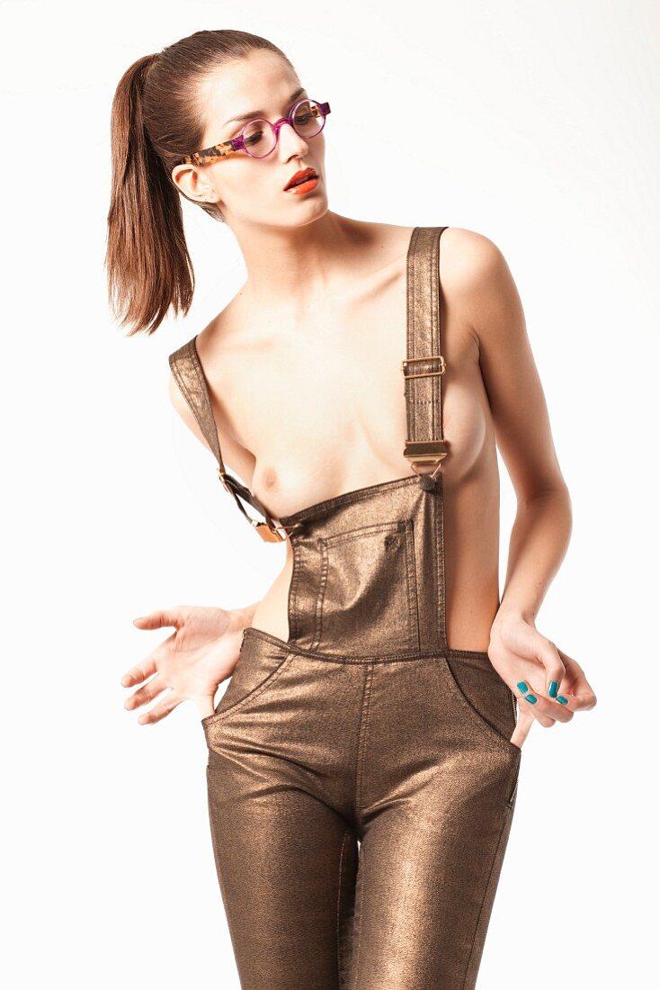 Frauen in latzhose nackt